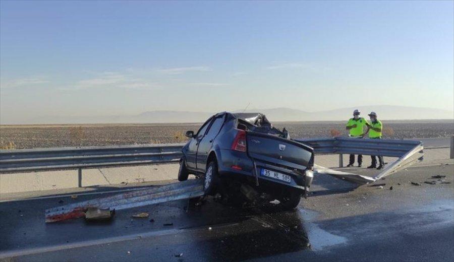 Konya'da Otomobil Bariyerlere Çarptı: 1 Ölü, 2 Yaralı