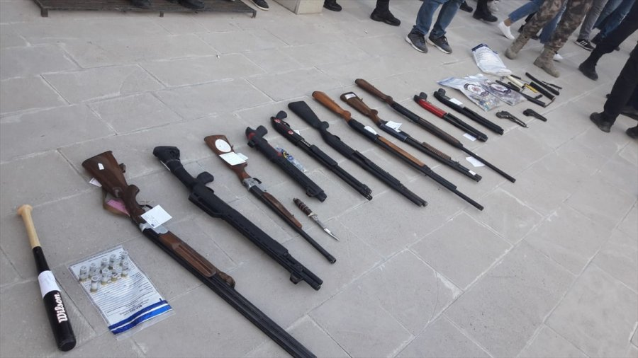 Kulu'da Eş Zamanlı Operasyonda Çok Sayıda Silah Ele Geçirildi