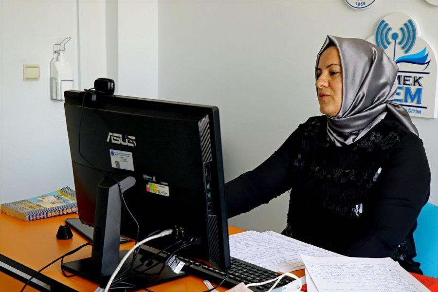 Uzaktan Eğitimle Yks'ye Hazırlıyorlar, Dil Öğretiyorlar