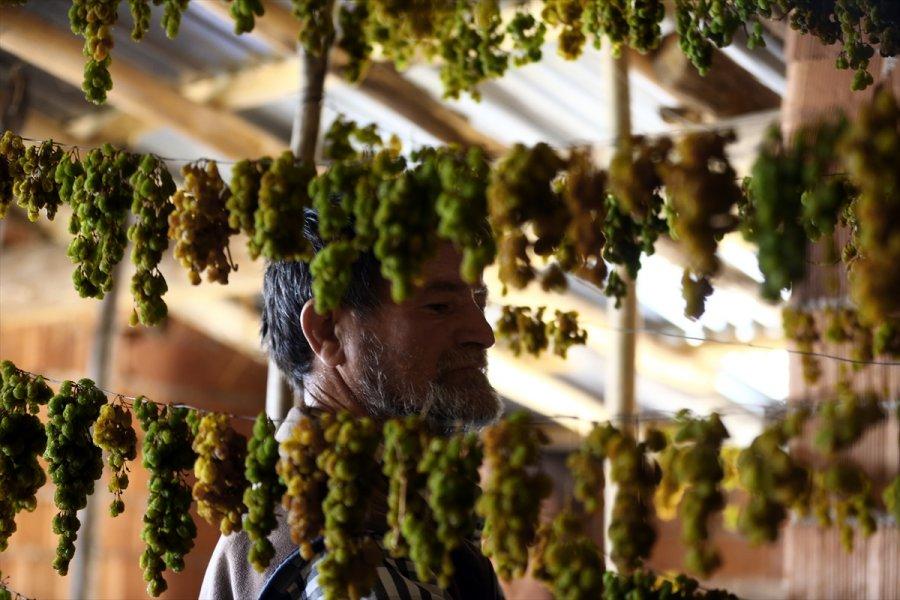 Konya'da Tavan Arasında Kurutulan Yeşil Kuru Üzüm Benzersiz Tadıyla İlgi Görüyor