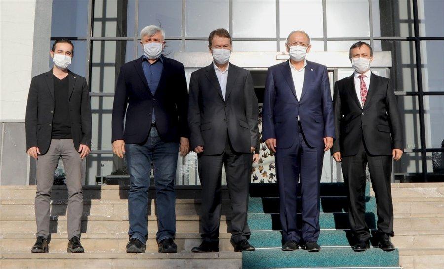 Ak Parti Genel Başkan Yardımcısı Özhaseki, Erü'de Toplantıya Katıldı