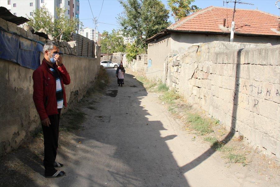Kayseri'de Geri Manevra Yapan Babasının Kullandığı Aracın Altında Kalan Çocuk Öldü