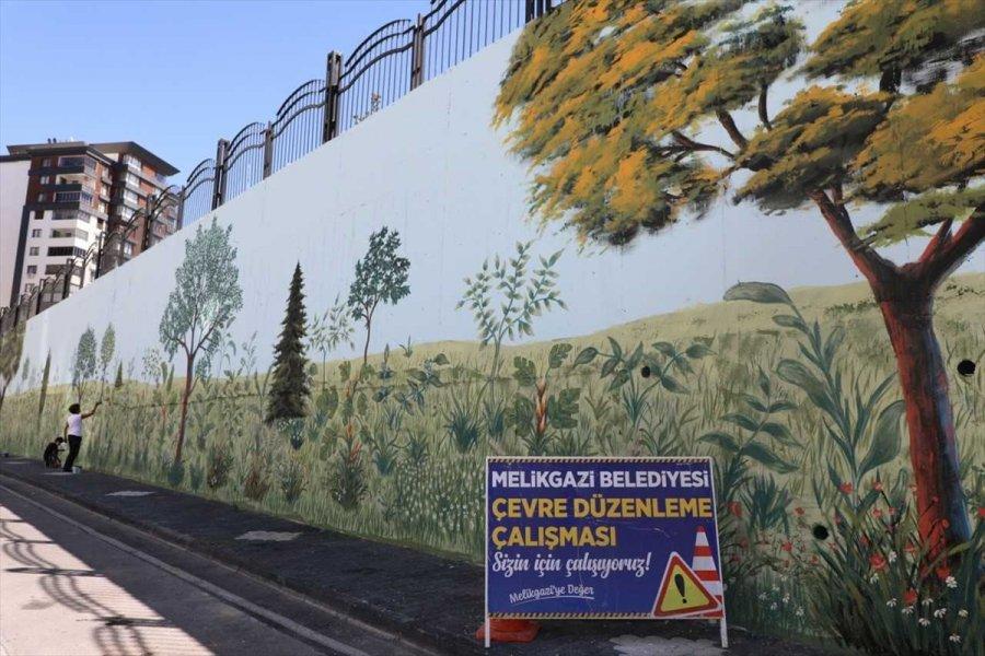 Kayseri'de Okul Duvarı Sanata Dönüştü