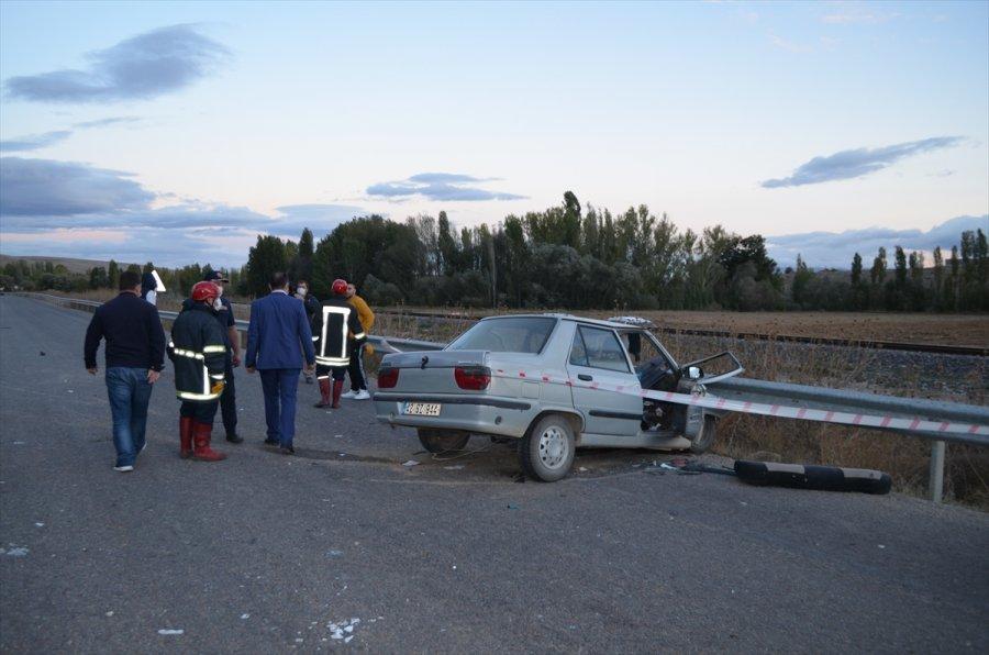 Konya'da Tarım İşçilerini Taşıyan Minibüs İle Otomobil Çarpıştı: 1 Ölü, 15 Yaralı