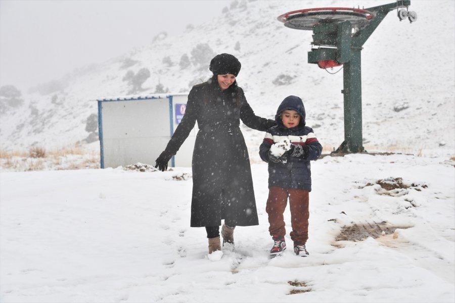 Antalya'da Yüksek Kesimlerde Kar Etkili Oldu