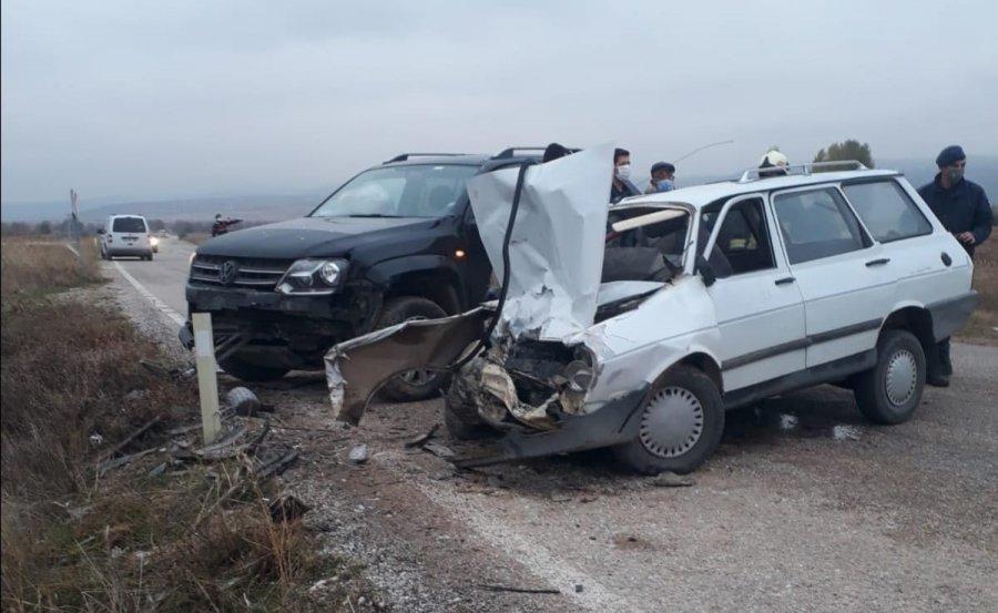 Konya'da Kamyonetle Otomobil Çarpıştı: 1 Ölü, 2 Yaralı