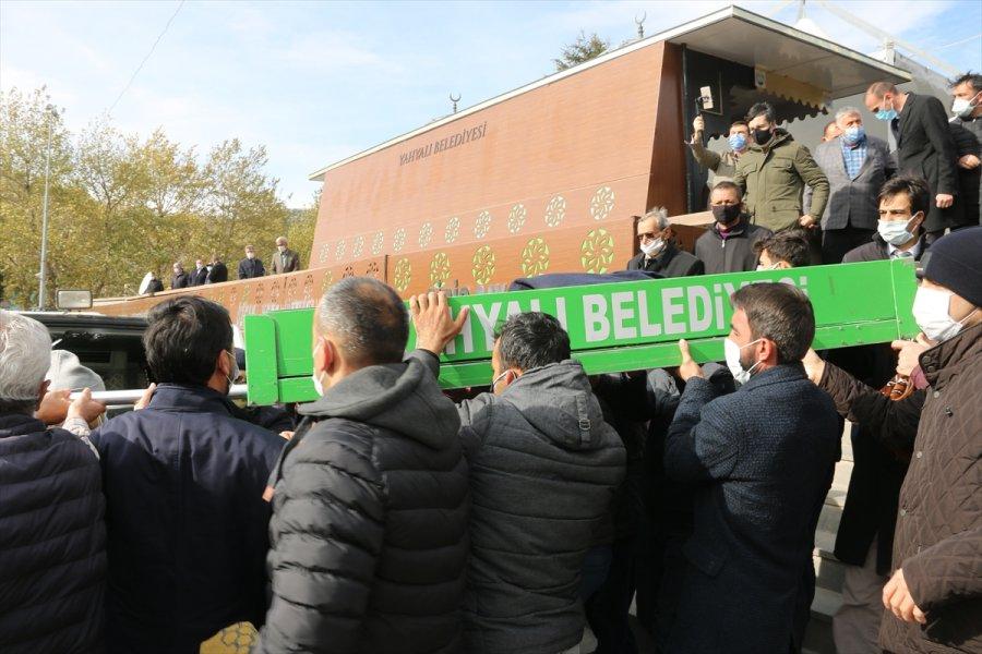 Kovid-19 Karantinasındaki Belediye Başkanı, Babasının Cenaze Törenini Sosyal Medyadan İzledi