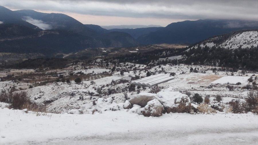 Antalya'nın Yüksek Kesimlerinde Kar, Sahilinde Güneşli Hava