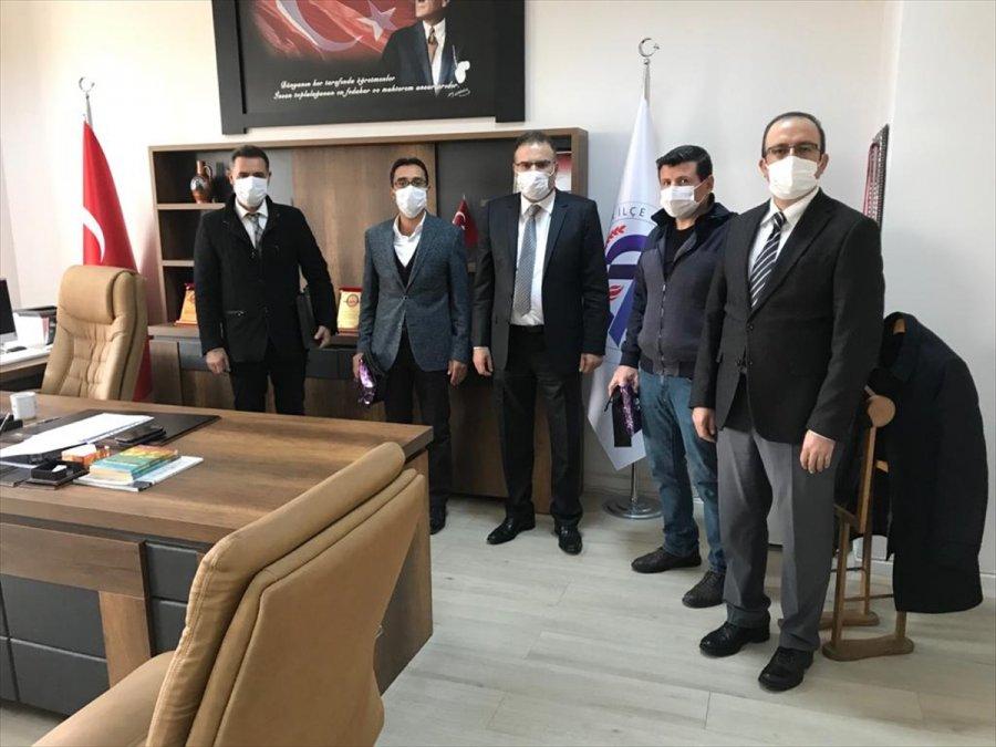 Akşehir'de, Şehit Öğretmenlerin Ailelerine Plaket Verildi
