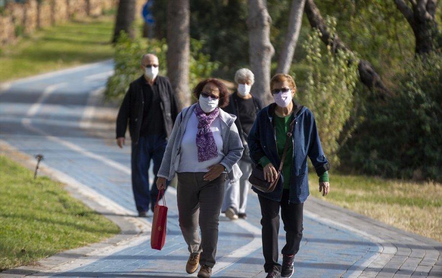 Antalya'da 65 Yaş Ve Üstü Vatandaşların Güneş Keyfi