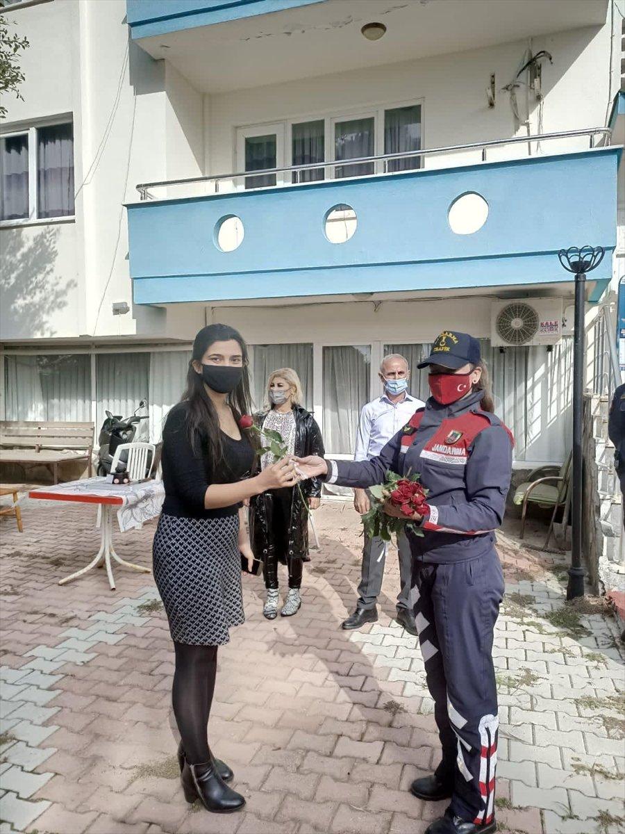 Antalya'da Jandarmadan Öğretmenlere Videolu Kutlama