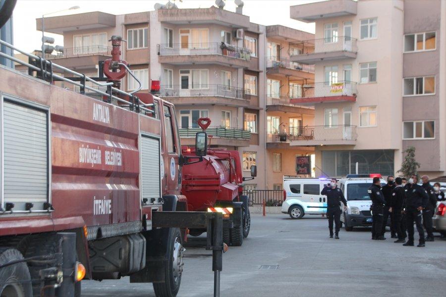 Antalya'da Hastanenin Çatı Katında Çıkan Yangın Büyümeden Söndürüldü
