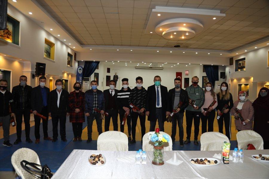 Çubuk'ta Engelsiz Spor Antrenörlerine Sürpriz Kutlama