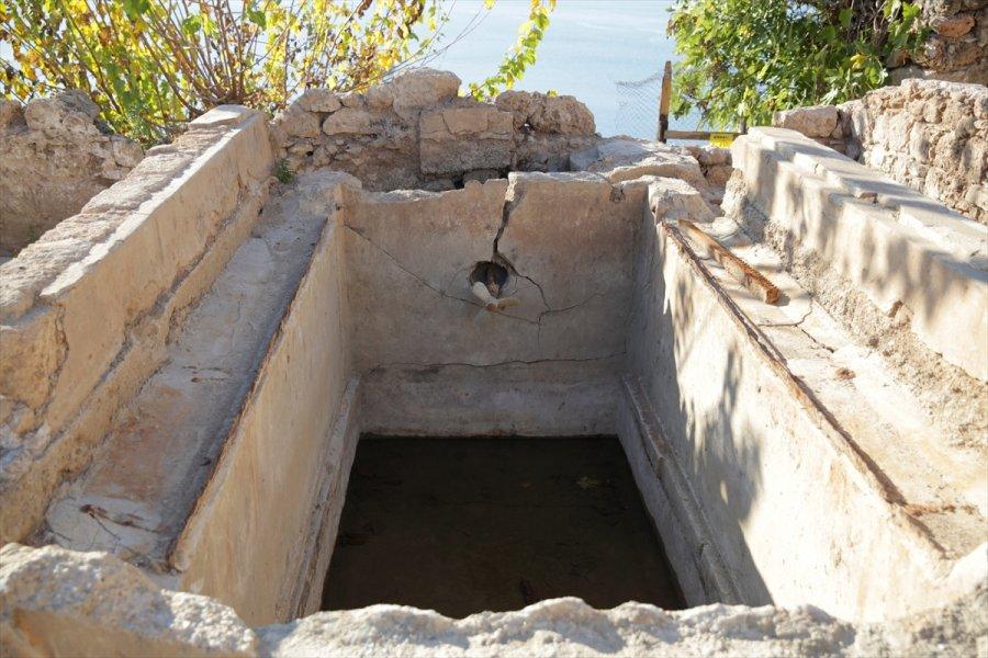 Antalya'da Arkeolojik Kazıda Buz Fabrikası Kalıntıları Ortaya Çıkarıldı