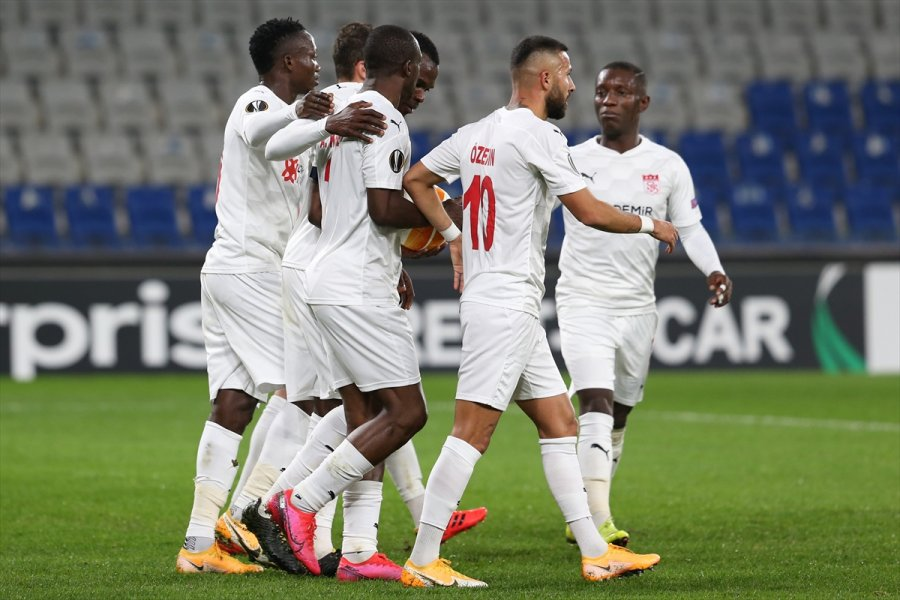 Karabağ: 2 - Demir Grup Sivasspor: 3