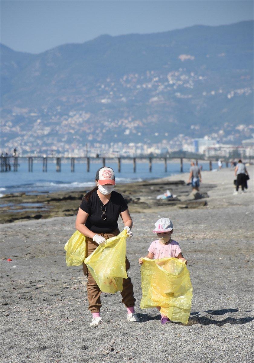 Alanya'da Yerleşik Yabancılar Çevre Temizliği İçin Bir Araya Geldi
