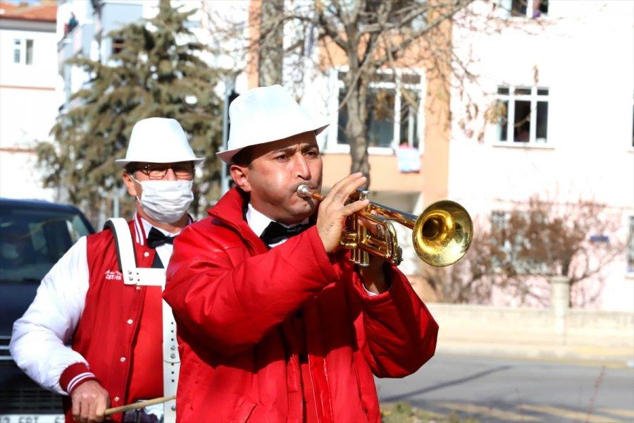Aksaray Belediyesi Bando Takımından Evde Kalan Vatandaşlara Moral Konseri