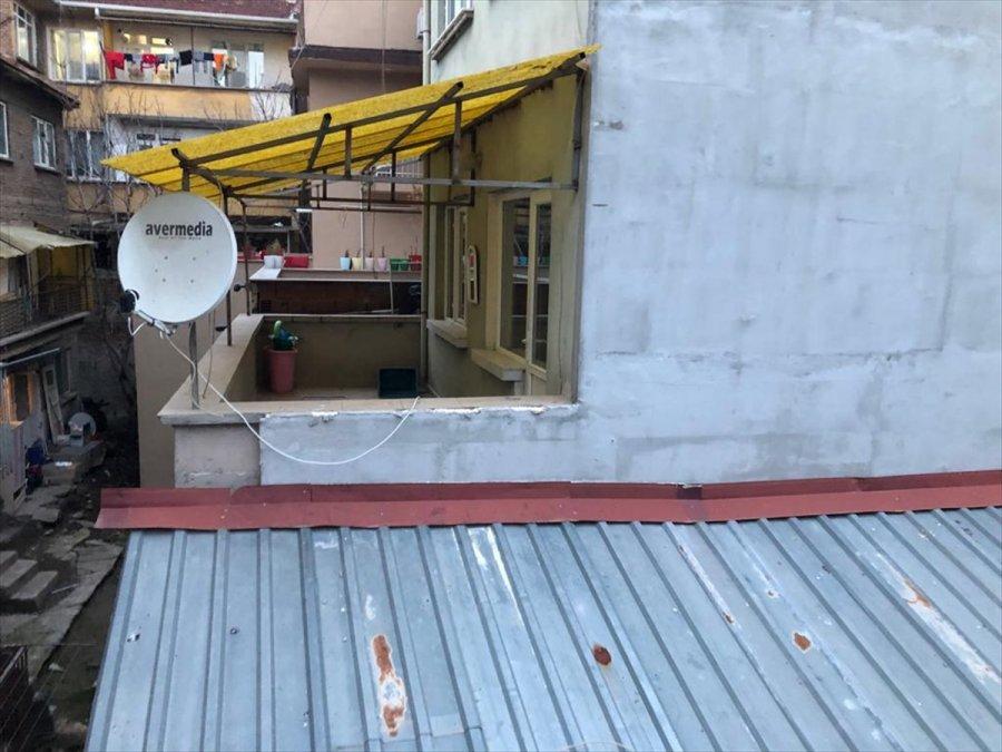 Kumar Baskınında Pencereden Terasa Atlayıp Bitişikteki Binaya Saklandılar