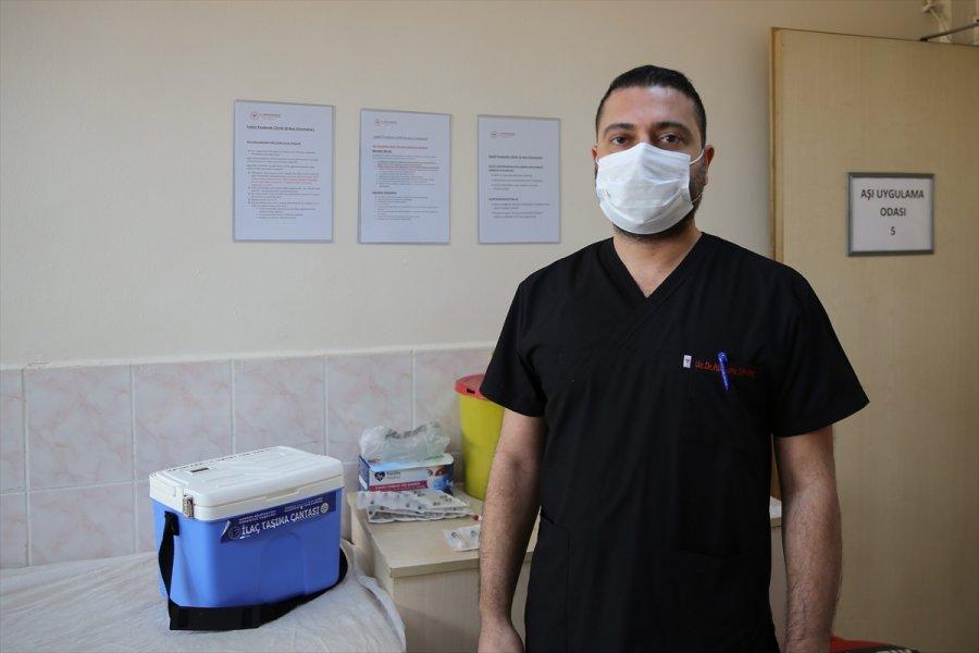 Sağlık Çalışanları Kovid-19 Aşısı Uygulamasından Memnun