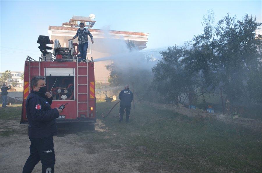 Antalya'da Bir Çift, Evlerinin Yanmasını Gözyaşlarıyla İzledi