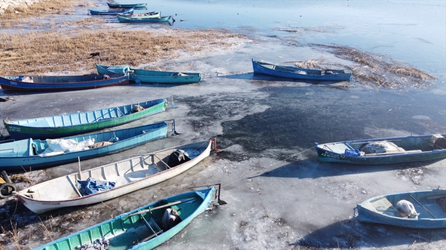 Beyşehir Gölü'nün Kıyıları Dondurucu Soğuklardan Kısmen Buz Tuttu