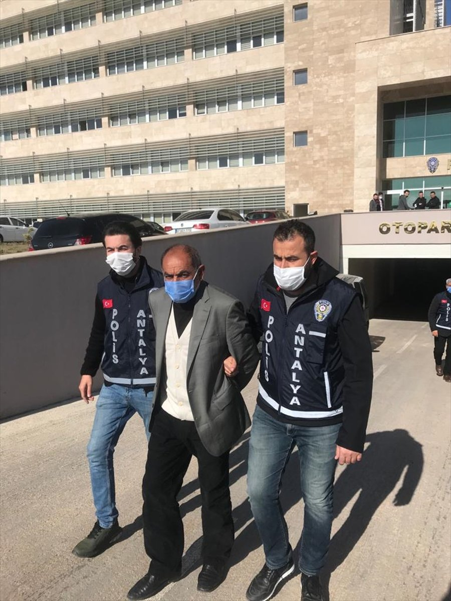 Antalya'da Yaşlı Kadının Darbedilerek Öldürülmesiyle İlgili Gözaltına Alınan 2 Zanlı Tutuklandı