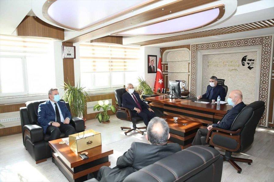 Büyükşehir Belediye Başkanı Büyükkılıç Ve Beraberindeki Başkanlardan Bir Dizi Ziyaret
