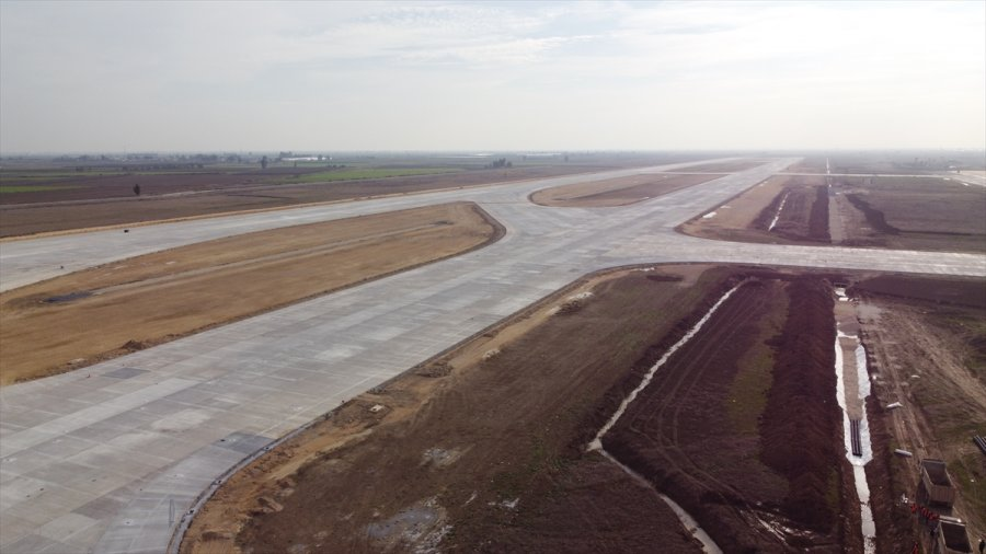 Hazine Ve Maliye Bakanı Elvan, Yapımı Süren Çukurova Havalimanı'nı İnceledi