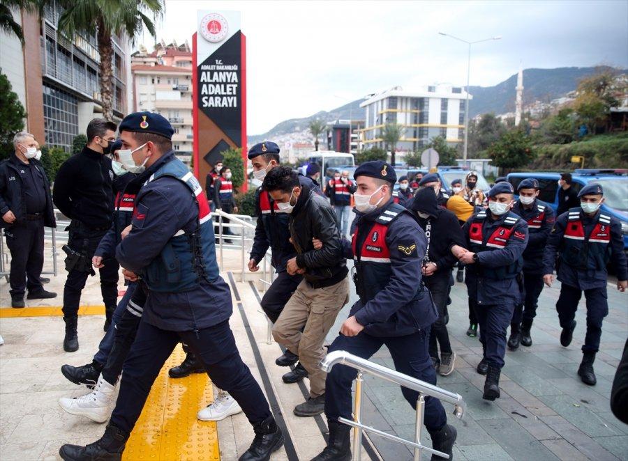 Antalya'da Uyuşturucu Operasyonunda Yakalanan Şüphelilerden 20'si Adliyeye Sevk Edildi