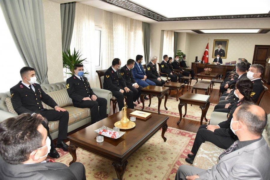 Vali Işık, Jandarma Personelini Başarı Belgesi İle Ödüllendirdi