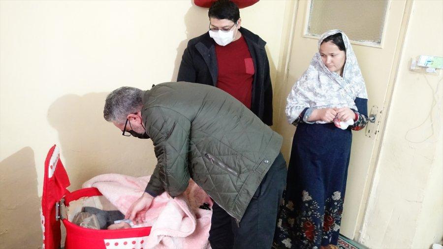 Konya'da Dört Arkadaş, İhtiyaç Sahibi Ailelerin Yuvasına Mutluluk Taşıyor
