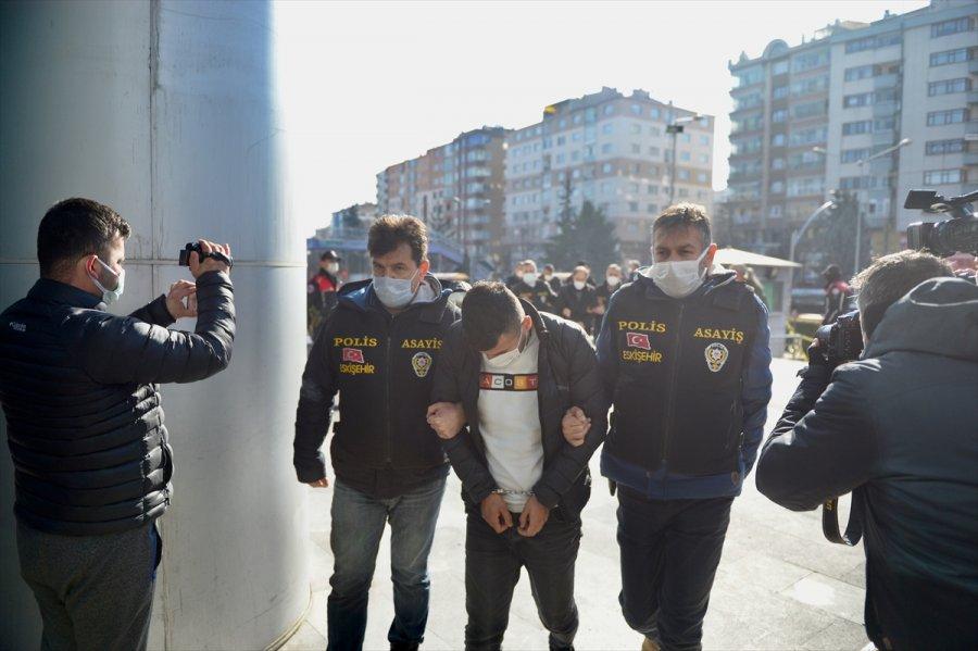 Güncelleme 2 - Eskişehir'de Bir Çift Ve 4 Yaşındaki Çocuklarının Öldürülmesiyle İlgili 4 Şüpheli Tutuklandı