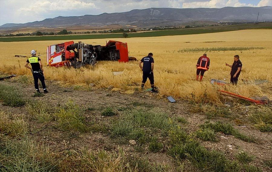 Ankara'da İtfaiye Aracı Tarlaya Devrildi: 3 Yaralı