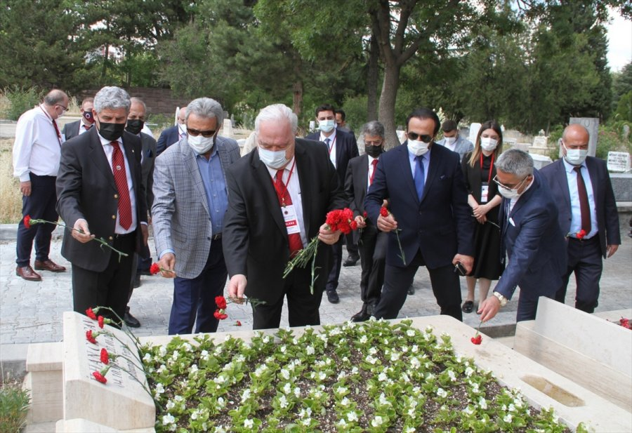 Gençlerbirliği'nde Yeni Yönetim İlhan Cavcav'ın Kabrini Ziyaret Etti
