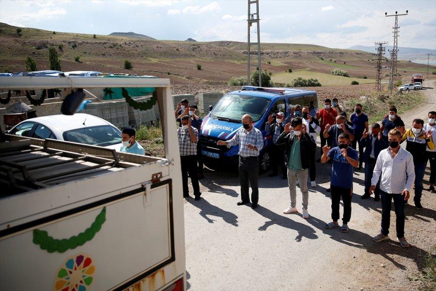 Güncelleme 2 - Kayseri'de Kayıp İki Kişinin Cesedi Bir Evin Tandırında Gömülü Bulundu