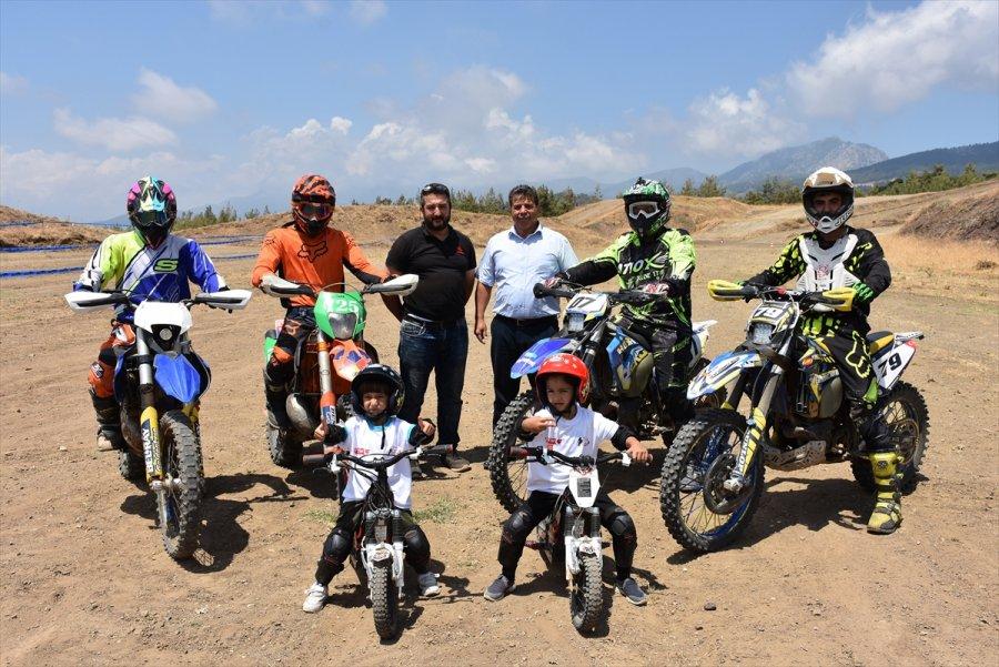 Kumluca'da Geleceğin Motokrosçuları İçin Eğitim Düzenlendi
