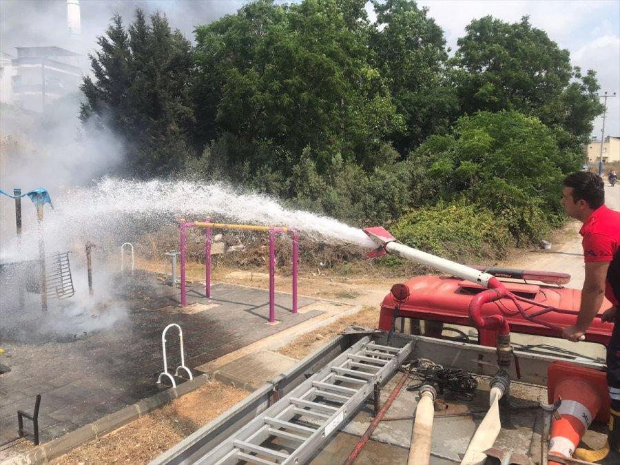 Mersin'de Çocuk Parkında Çıkan Yangın Söndürüldü