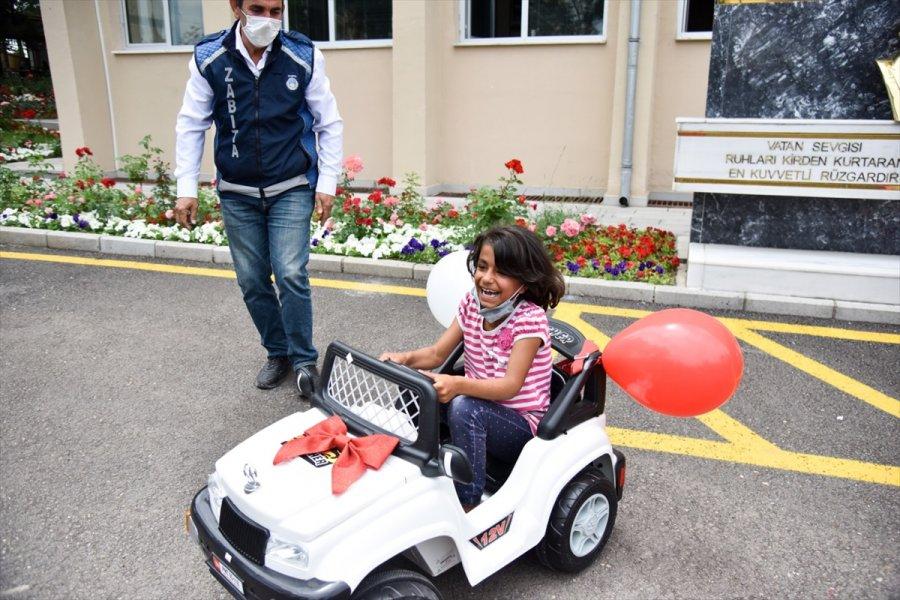 Ankara Büyükşehir Belediyesinden, Atık Kağıt Toplayan İki Kız Çocuğuna Hediye Akülü Araba
