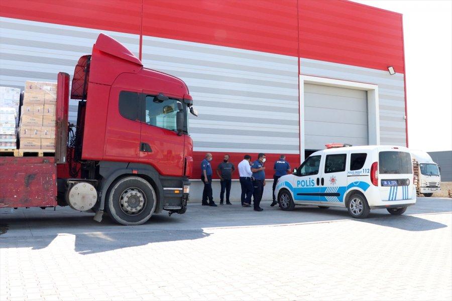 Kayseri'de Husumetli Oldukları Kişi Zannettikleri Tır Sürücüsünü Levye İle Darbettiler