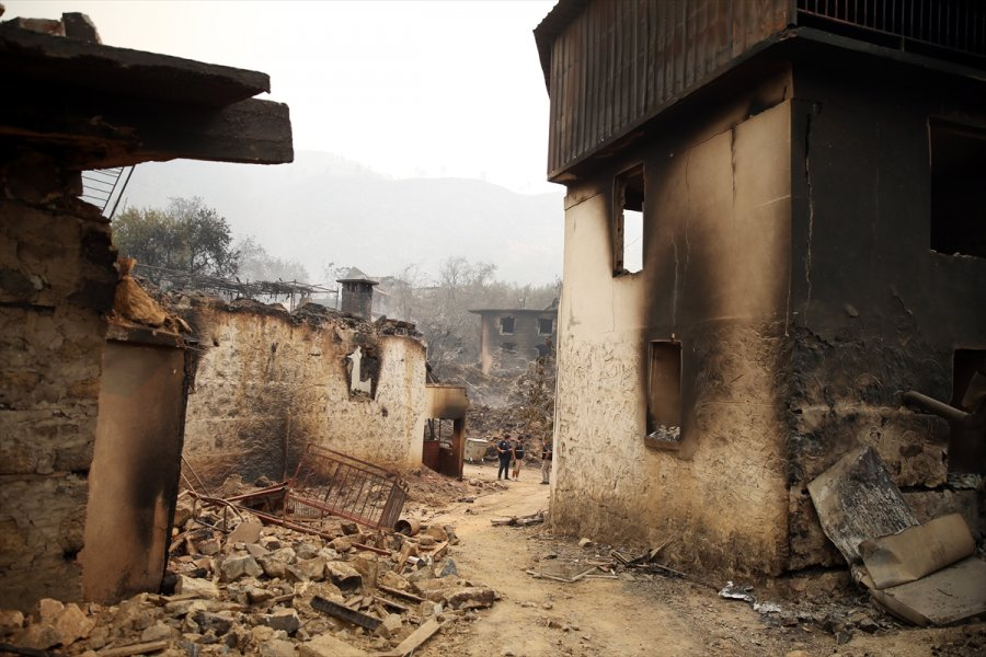 Alanya'daki Orman Yangınları Kontrol Altına Alınmaya Çalışılıyor