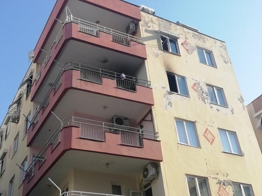 Antalya'da Yangın Çıkan Evde Maddi Hasar Oluştu