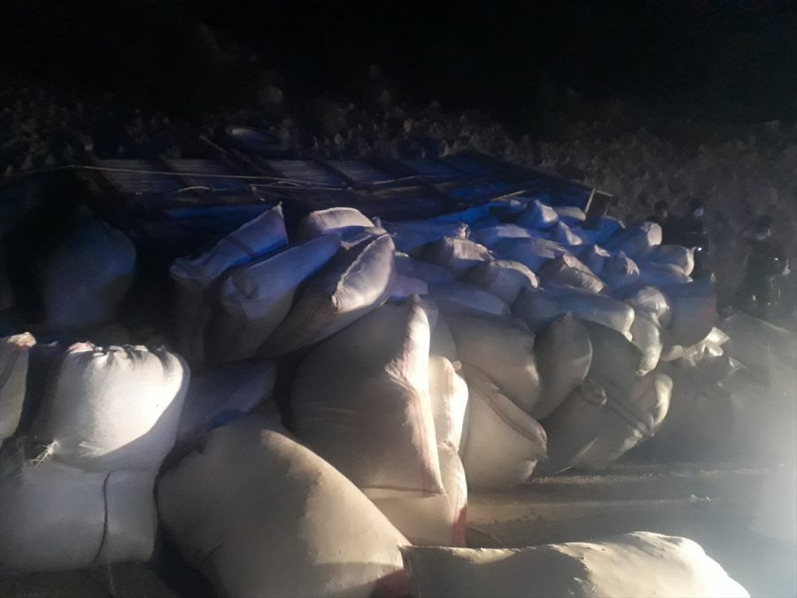 Mersin'de Saman Yüklü Kamyon Devrildi: 1 Ölü, 2 Yaralı
